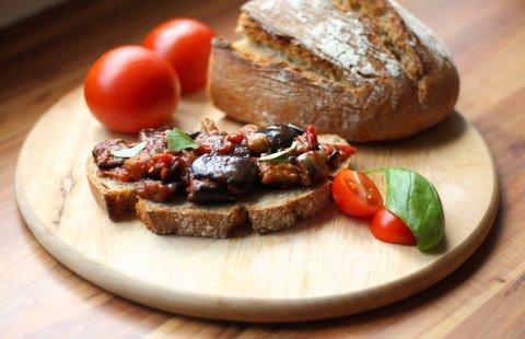 Crostini mit frittierten Auberginen und Tomaten (©Redaktion - Portanapoli.com)