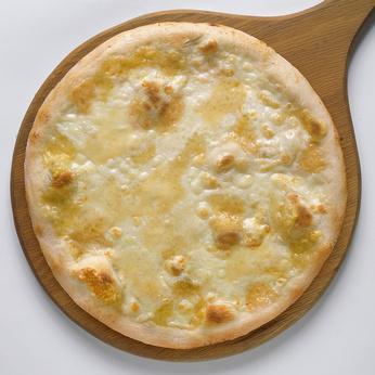 Pizza quattro formaggi (© robysaba - Fotolia)