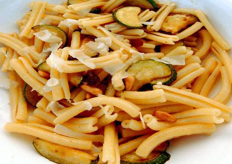 Casarecce-Pasta mit Zucchini (© Redaktion - Portanapoli.com)