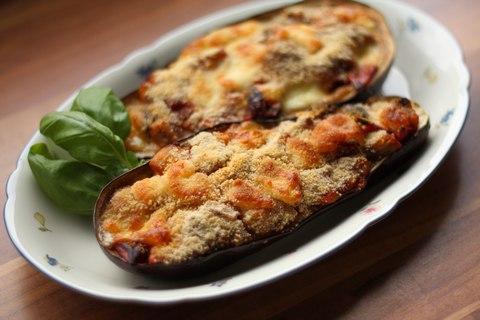 Gefüllte Auberginen mit Tomaten, Mozzarella und Scamorza (© Redaktion - Portanapoli.com)