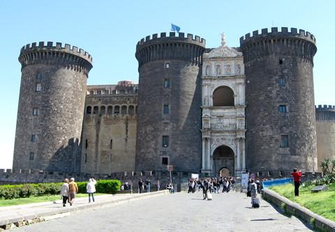 Die Burg Maschio Angioino am Hafen ist einer der vier Veranstaltungsorte (© Redaktion Portanapoli.com)