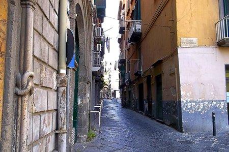 Durch die Altstadt zieht sich ein Netz aus engen Gassen (© Redaktion - Portanapoli.com)