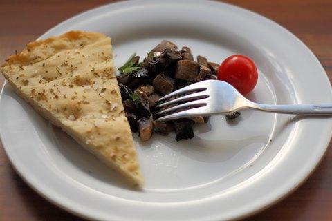 Pilze mit Öl, Knoblauch und Petersilie schmecken lecker mit Focaccia (© Redaktion - Portanapoli.com)