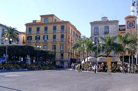 Sorrent Piazza Tasso @ Portanapoli.com