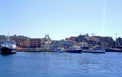 Hafen von Pozzuoli und Rione Terra rechts (© Redaktion - Portanapoli.com)