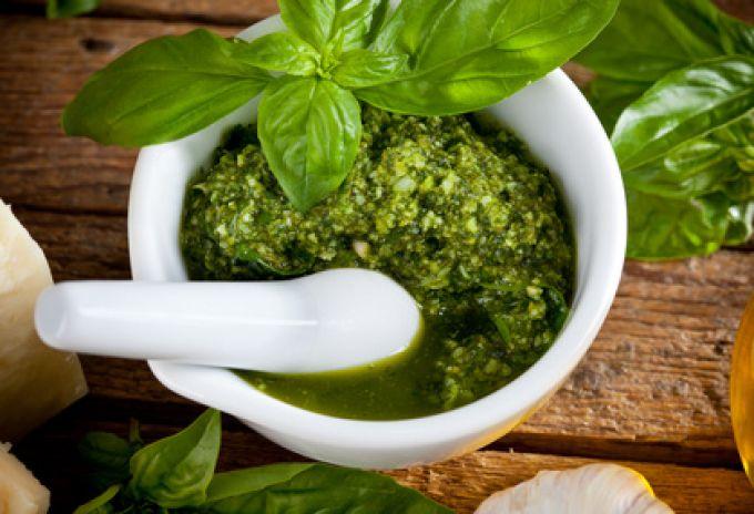 Pesto aus Basilikum (© Antonio Gravante - Fotolia.com)