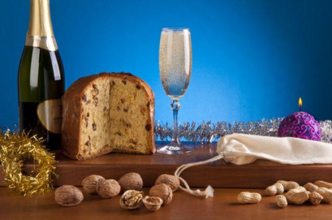 Um 0.00 Uhr knallen in Italien die Korken und es wird Panettone aufgetischt (© Lionello Rovati – Fotolia.com)