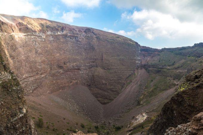 Dafür lohnt sich der Aufstieg: Krater des Vesuvs (© Sergii Figurnyi - Fotolia)