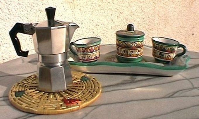 Am Golf von Neapel gibt es hübsche Keramiktassen für caffè (© Redaktion - Portanapoli.com)