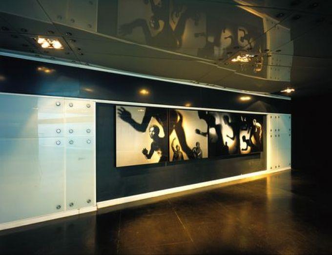 Station Museo der Linie 1, Mimmo Jodice: Lottatori della Villa dei Papriri (© foto archivio metronapoli spa)