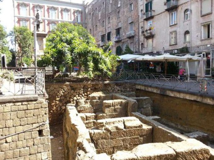 Archäologische Ausgrabungen an der Piazza Bellini in Neapel (© Redaktion - Portanapoli.com)
