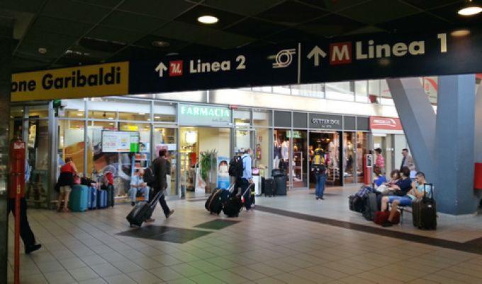 Der Hauptbahnhof von Neapel ist gut mit der Metro Linie 1 und 2 erreichbar (© Redaktion Portanapoli.com)