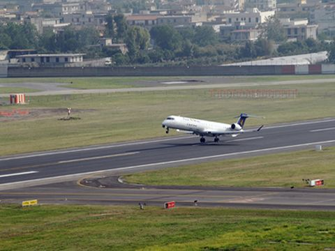 Startbahn am Flughafen Neapel Capodichino (© Gesac Spa - Aeroporto di Napoli)