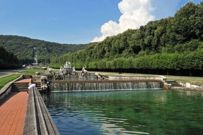 Langer Wasserfall im Schlosspark von Caserta (© Gino Cianci - Fototeca ENIT)