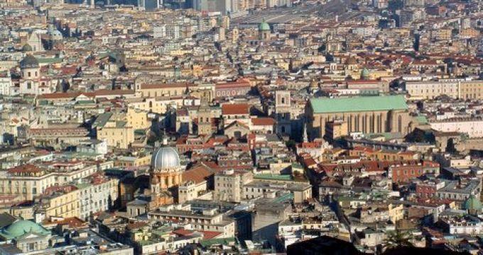 Neapels enge Straßen sind eine Herausforderung für Autofahrer (© Redaktion - Portanapoli.com)