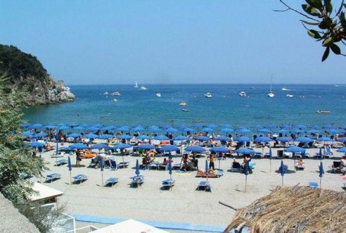 Frühling am Strand San Montano auf Ischia (© Bruno - Portanapoli.com)