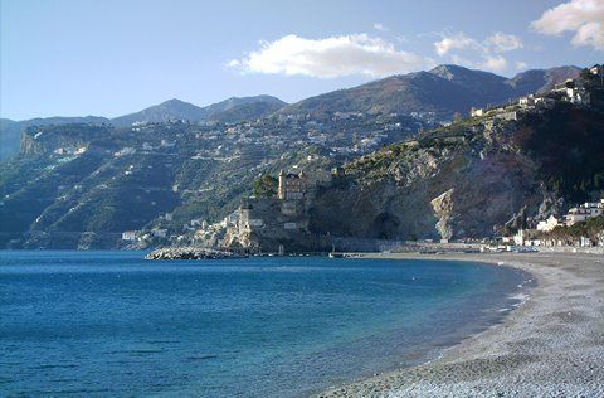 Nur im Winter hat man den Strand von Maiori für sich alleine (© Francesca - Portanapoli.com)
