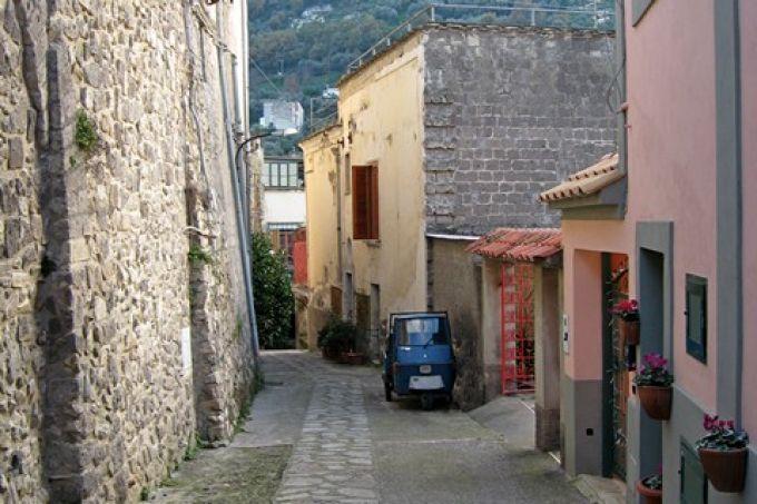 Eng sind die Straßen im Fischerort Marina della Lobra (© Redaktion - Portanapoli.com)