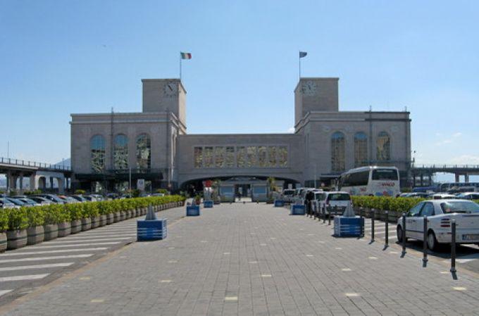 Kreuzfahrt-Terminal in Neapel (© Redaktion - Portanapoli.com)
