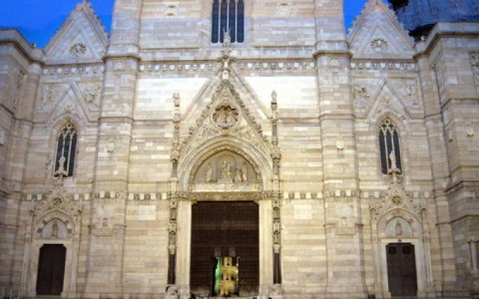 Eingang des Doms San Gennaro in Neapel (© Redaktion - Portanapoli.com)