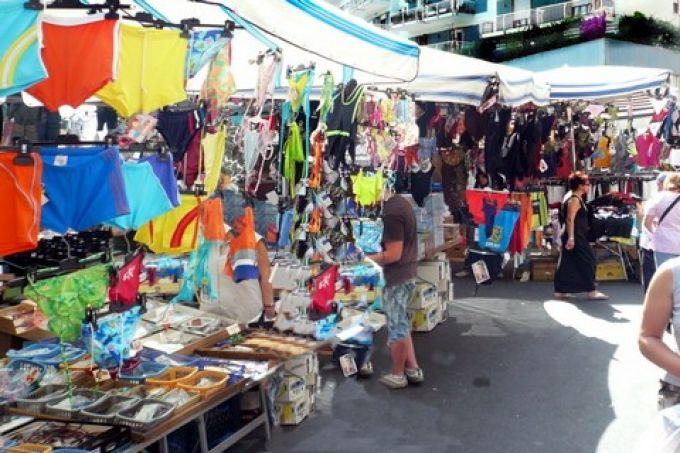 Italienische kleider vom markt