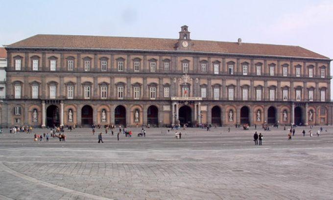 Palazzo Reale an der Piazza Plebiscito (© Bruno - Portanapoli.com)
