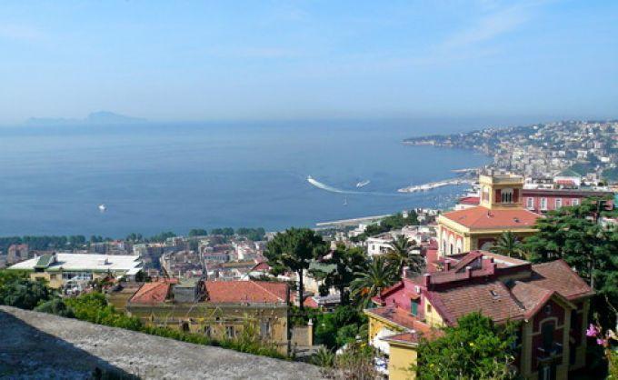 Panorama von Neapel und Capri, aufgenommen in der Villa Floridiana auf dem Vomero (© Umberto - Portanapoli.com)