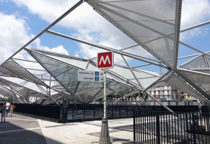 Futuristisch gestaltete U-Bahn-Station Garibaldi am Hauptbahnhof (© Redaktion - Portanapoli.com)