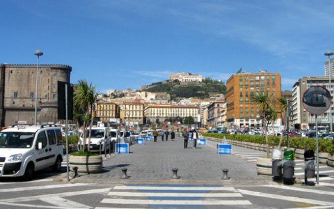 Fußweg vom Kreuzfahrt-Terminal  in die Innenstadt von Neapel (© Redaktion - Portanapoli.com)