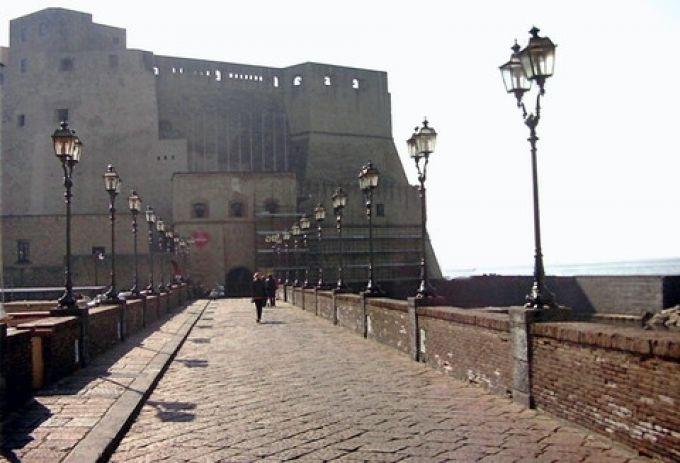 Brücke zum Castel dell'Ovo (Umberto - Portanapoli.com)
