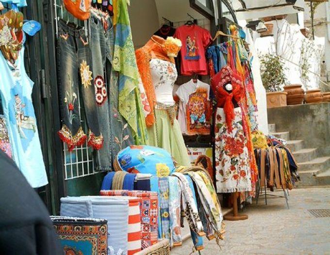 Die Mode von Positano hat sonnige Farben (© Francesca - Portanapoli.com)