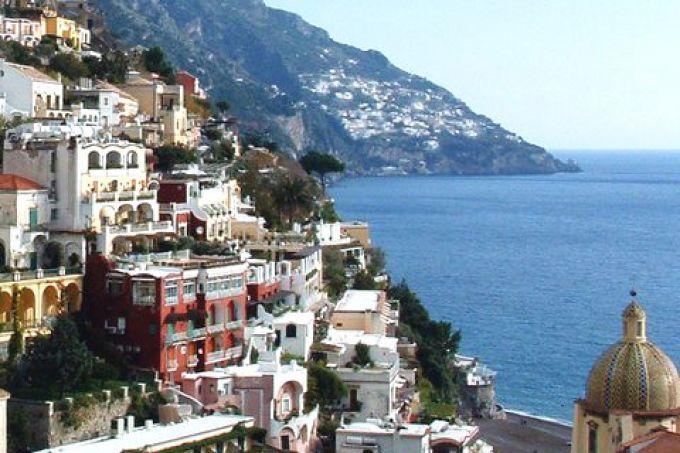 Blick von Positano auf Praiano im Hintergrund (© Bruno - Portanapoli.com)
