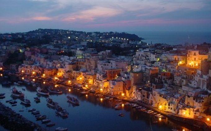 Romantisches Corricella bei Nacht (© Francesca - Portanapoli.com)