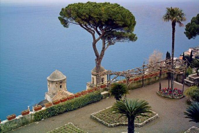 Blaue Weite im Rufolo-Garten (© Francesca - Portanapoli.com)