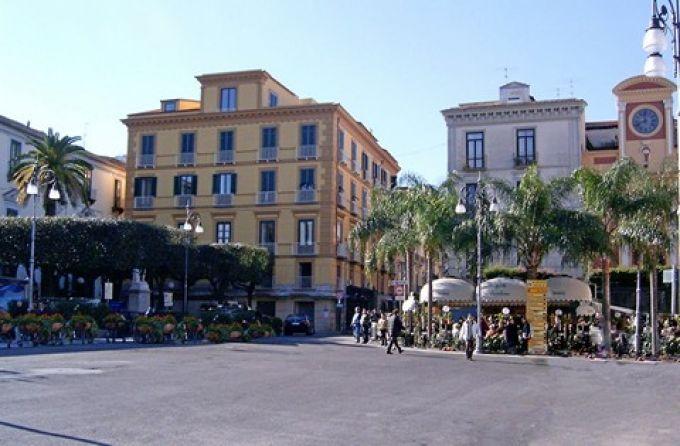 Piazza Tasso  ist das Herz von Sorrent  (© Redaktion - Portanapoli.com)