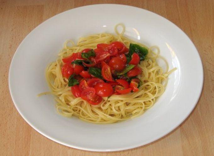 Was schmeckt besser als Linguine mit frischen Tomaten und Basilikum? (© Redaktion - Portanapoli.com)