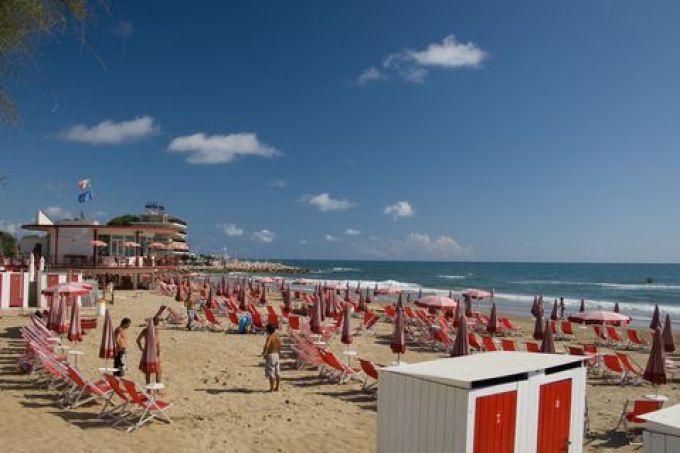 Strand in Terracina (©Sandro Bedessi - Fototeca ENIT)