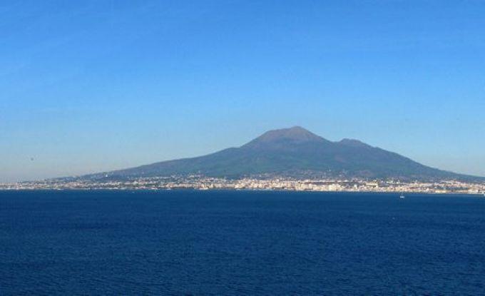 Von Sorrent scheint der Vesuv ungefährlicher (© Redaktion - Portanapoli.com)