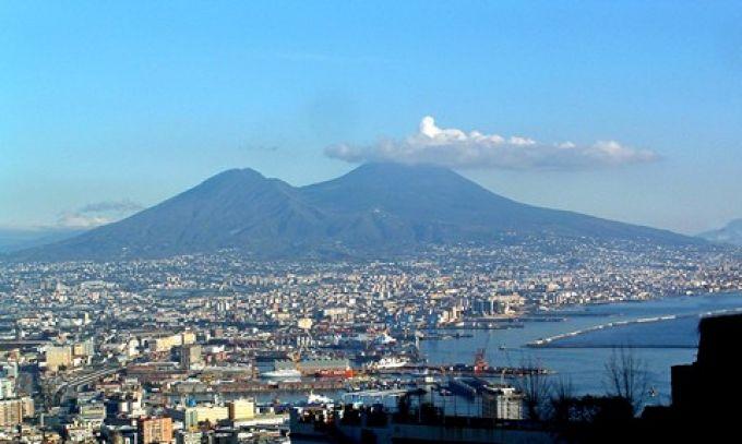 Blick auf den Vesuv von der Burg San Martino in Neapel (© Redaktion - Portanapoli.com)