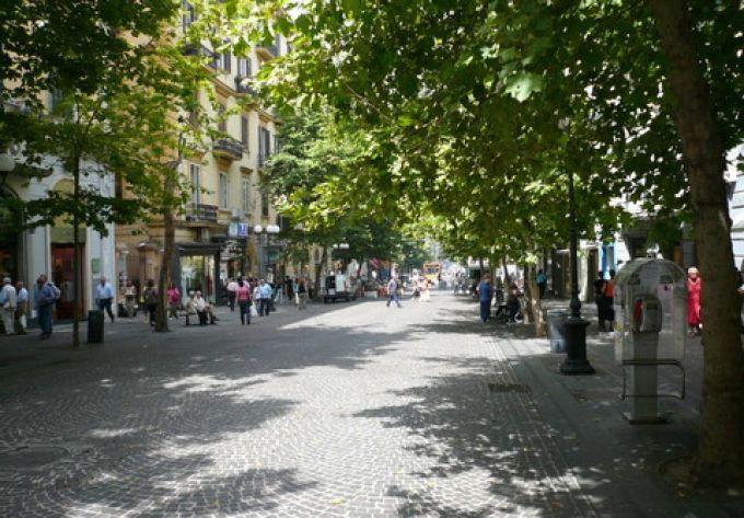 Fußgängerzone Via Scarlatti auf dem Vomero in Neapel (© Umberto - Portanapoli.com)
