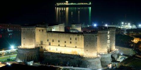 Burg Maschio Angioino (Castel Nuovo) am Hafen von Neapel (© Diego Barbieri - Fotolia.com)