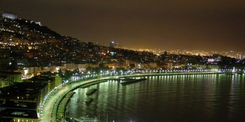 "Stimmungsvolles ""Napoli by night"" (© maxotto - Fotolia.com)"