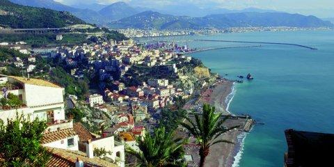 Raito liegt oberhalb von Vietri sul mare (© Vito Arcomano - Fototeca ENIT)