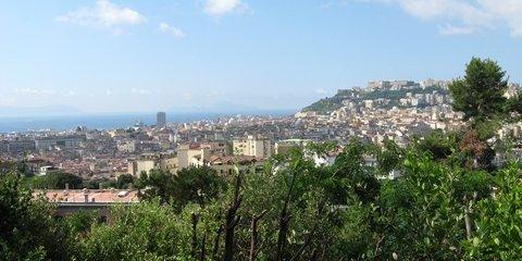 Vom Schlosspark Capodimonte kann man bis zum Meer blicken (© Redaktion - Portanapoli.com)