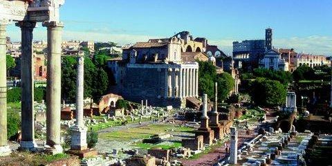 Die Via Sacra führt vorbei an antiken Tempeln und Gebäuden (© Vito Arcomano - Fototeca ENIT)