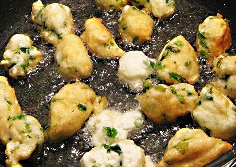 Zeppole mit Algen (© Redaktion - Portanapoli.com)