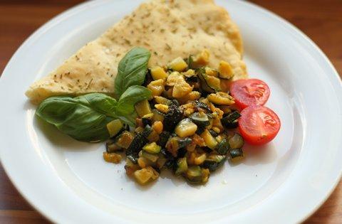 Zucchinigemüse mit Focaccia (© Redaktion - Portanapoli.com)